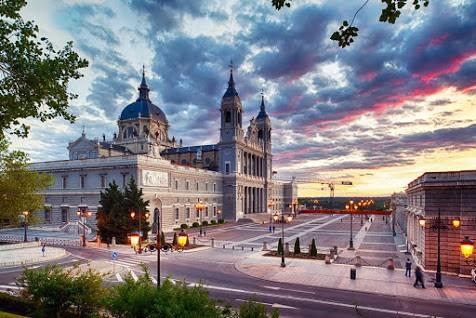 Royal Palace and Madrid Oldtown Tour