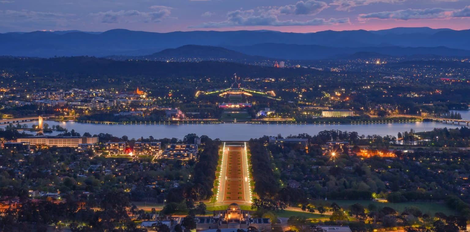 Walking tour in Canberra