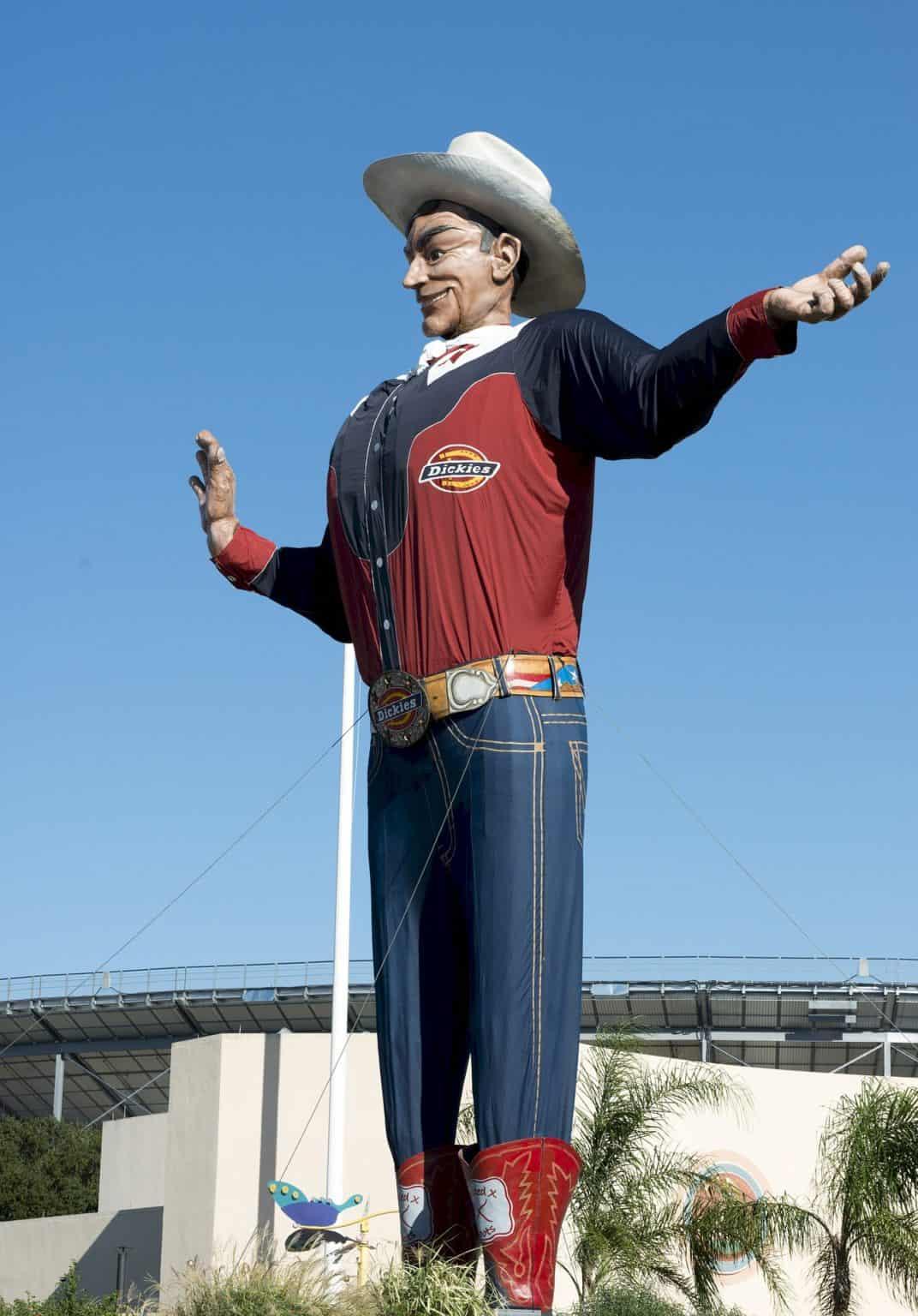 Walking tour in Dallas