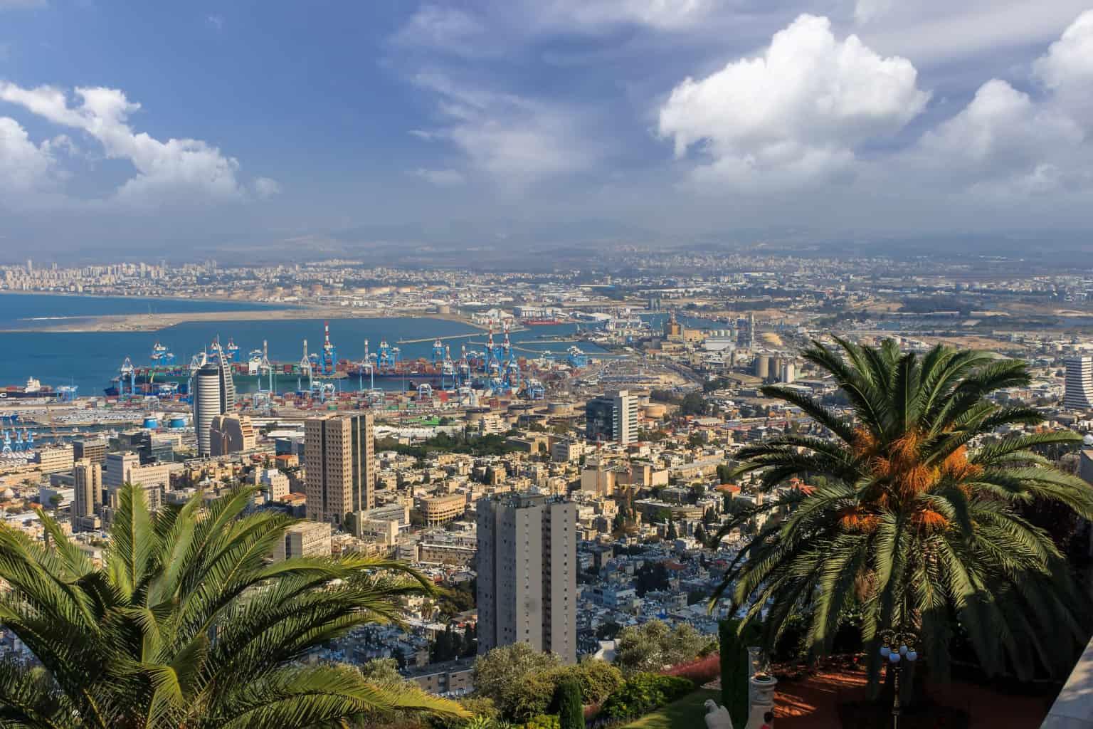Walking tour in Haifa