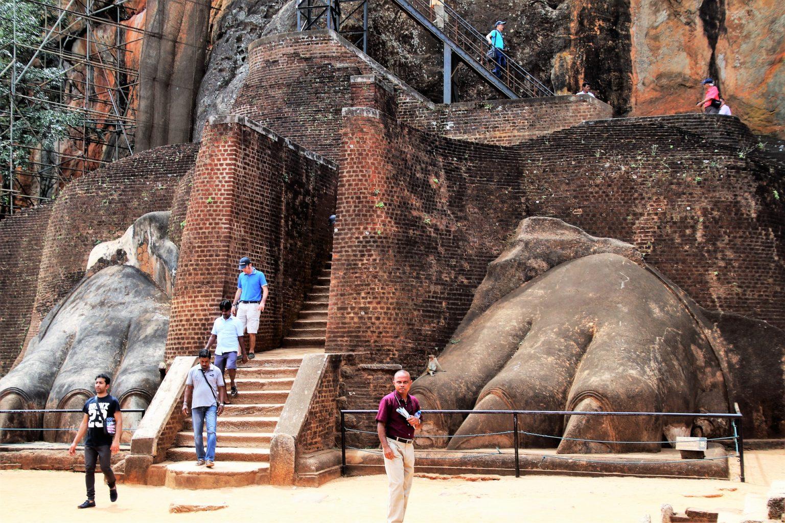 Walking tour in Sigiriya