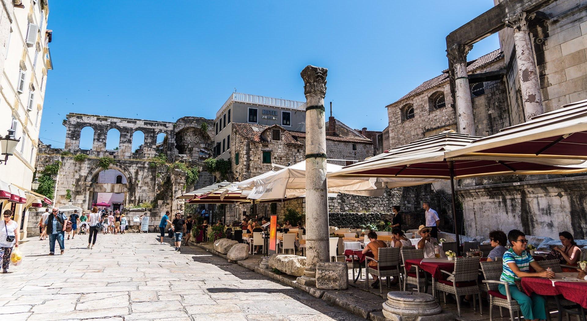 Family Walking Tour in Split